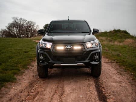 Toyota Hilux Invincible X – Kit do mřížky pro světlomety ST4